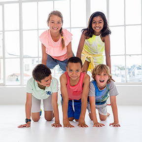 Les Mills Born to Move™ Children in pyramid